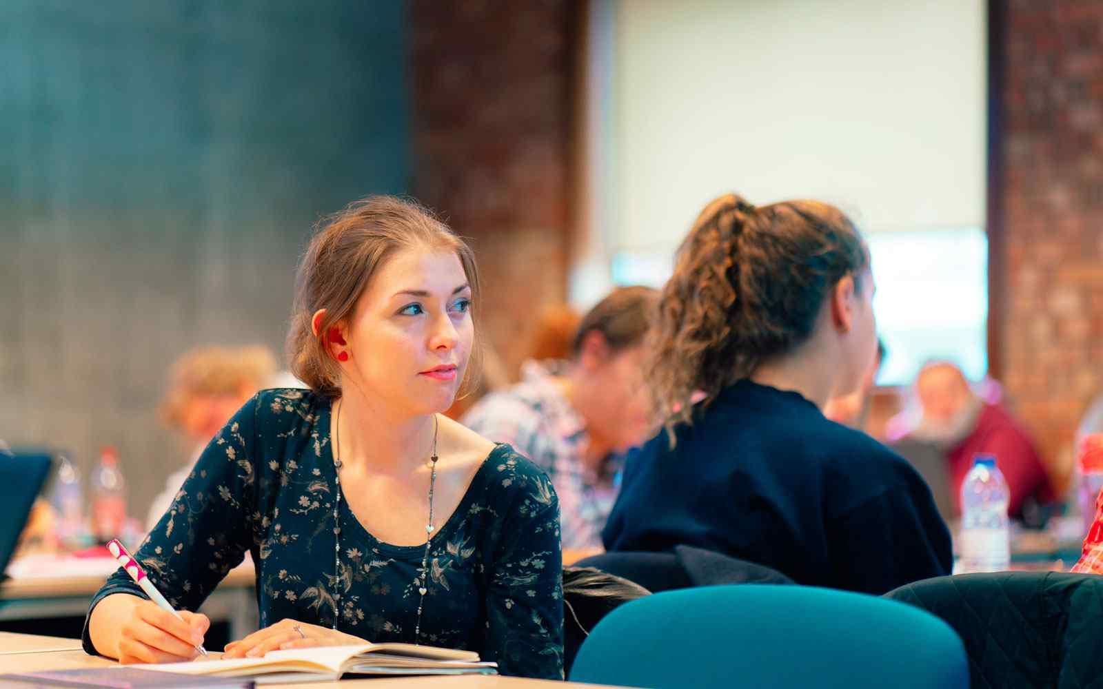 Student in seminar