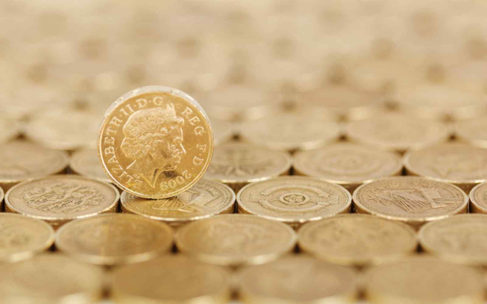 Uniform display of pound coins