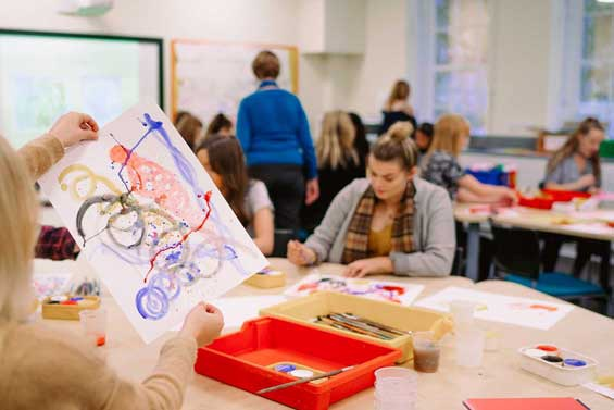 Primary Education students in art seminar