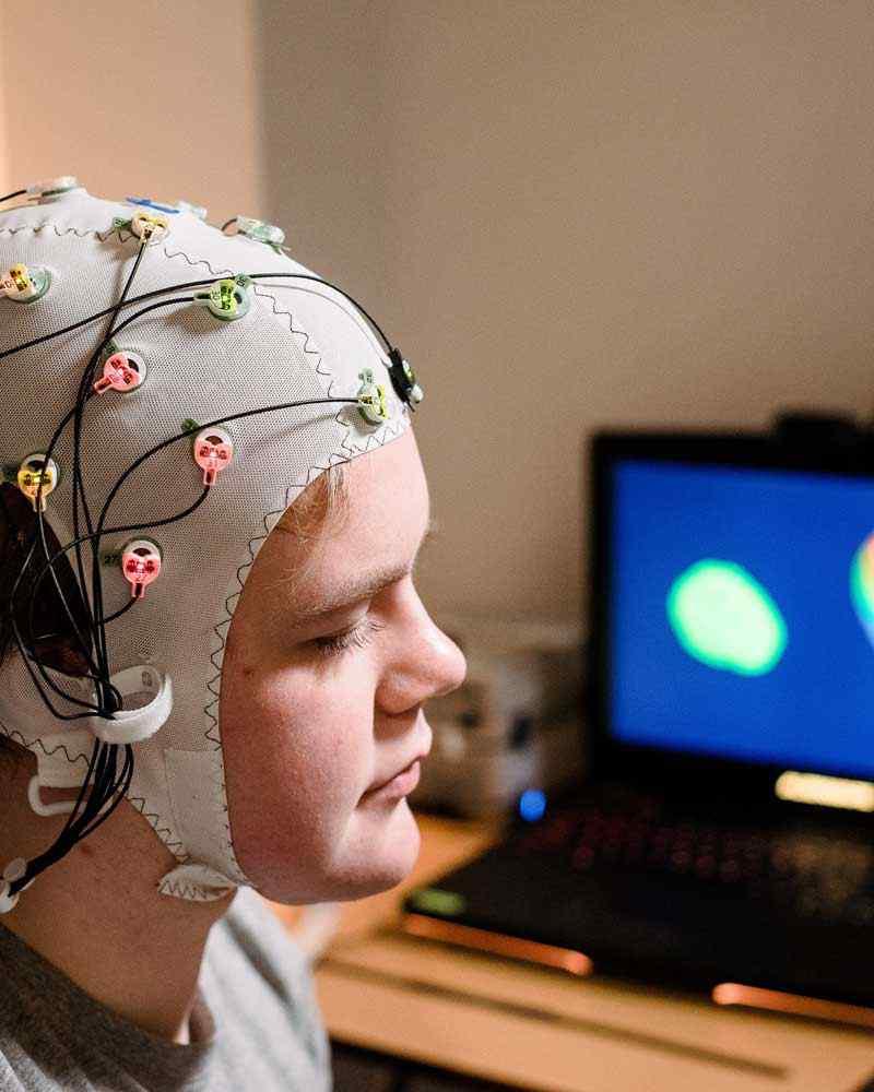 Using EEG to record brain activity